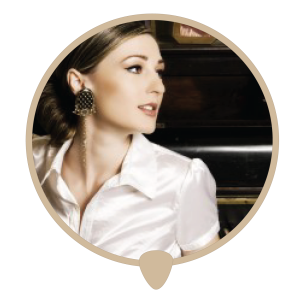 Piano woman right icon - Learn piano. Piano lessons, classes and teachers in Sydney City.